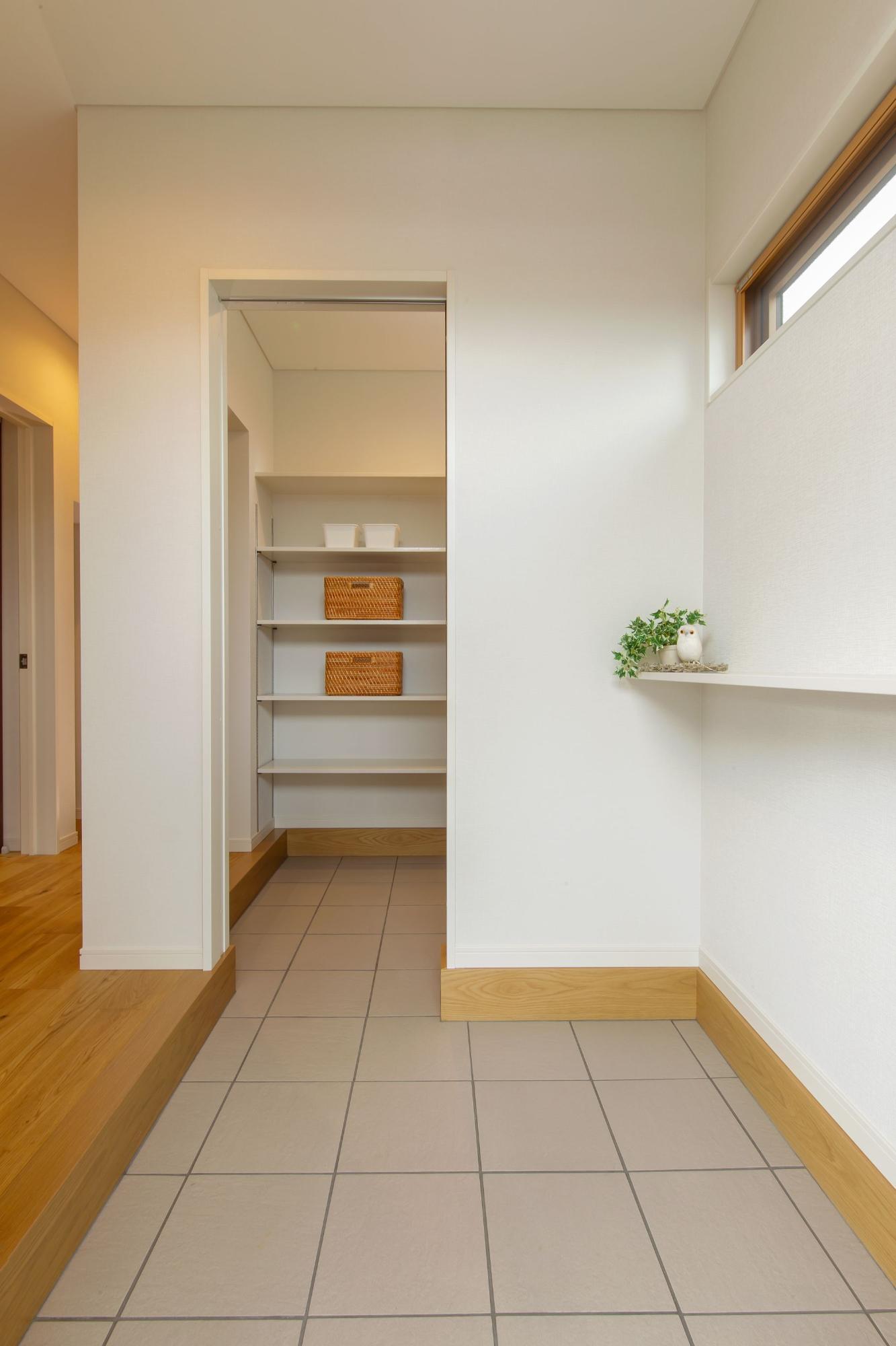 勾配天井の広々リビングの家(株式会社森山建設)