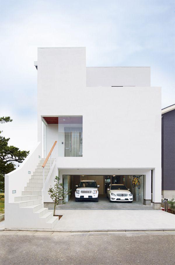ビルトインガレージのある地中海風な家(株式会社AC15)